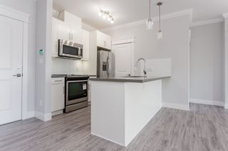 """Photo 5: 405 2229 ATKINS Avenue in Coquitlam: Central Pt Coquitlam Condo for sale in """"Downtown Pointe"""" (Port Coquitlam)  : MLS®# R2440972"""