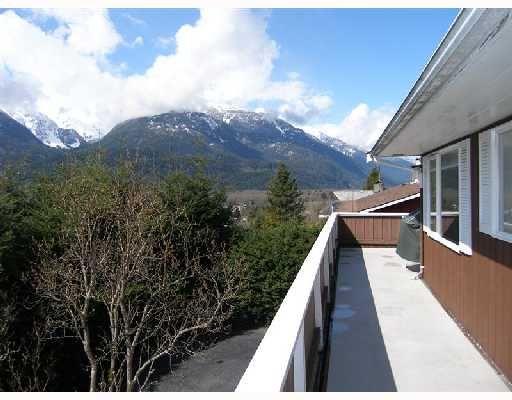 Main Photo: 40261 SKYLINE Drive in Squamish: Garibaldi Highlands House for sale : MLS®# V697867