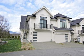 """Photo 1: 17 5797 PROMONTORY Road in Chilliwack: Promontory Townhouse for sale in """"Thornton Terrace"""" (Sardis)  : MLS®# R2537938"""