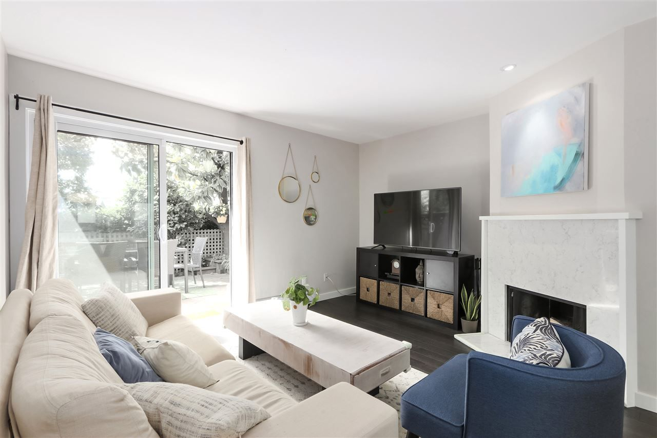 Photo 5: Photos: 154 W 12TH STREET in North Vancouver: Central Lonsdale Townhouse for sale : MLS®# R2487434