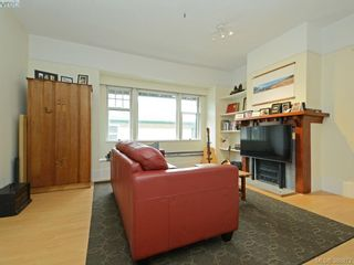 Photo 2: 2750 Belmont Ave in VICTORIA: Vi Oaklands House for sale (Victoria)  : MLS®# 781735