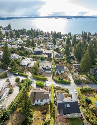 Photo 3: 2671 OTTAWA Avenue in West Vancouver: Dundarave House for sale : MLS®# R2542890