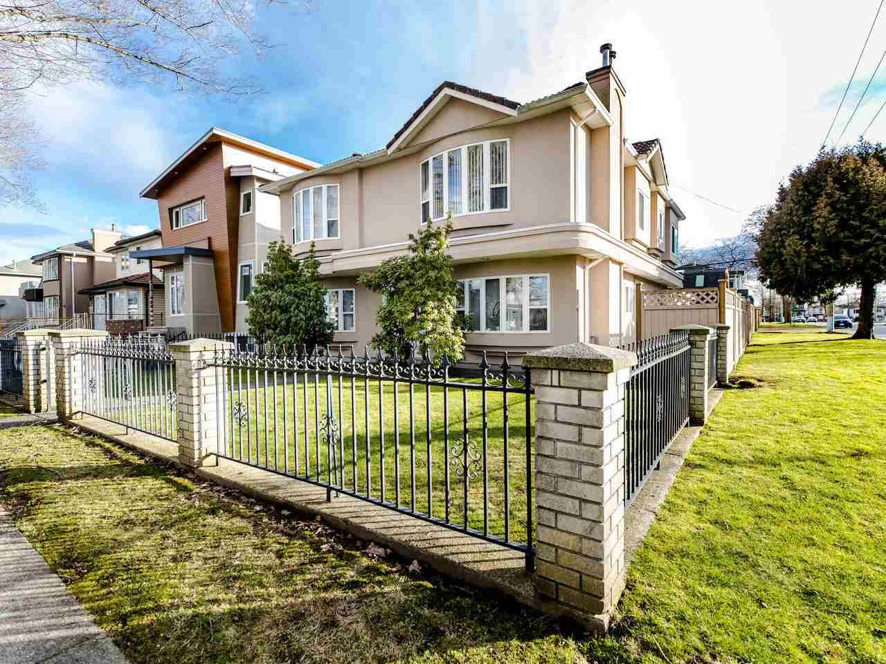 Main Photo: 2208 E 43RD Avenue in Vancouver: Killarney VE House for sale (Vancouver East)  : MLS®# R2437470