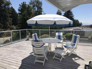 """Photo 37: 14528 SATURNA Drive: White Rock House for sale in """"Upper West White Rock"""" (South Surrey White Rock)  : MLS®# R2483571"""