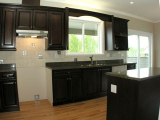 Photo 5: 8699 ASHMORE Place in Mission: Mission BC House for sale : MLS®# F1012872