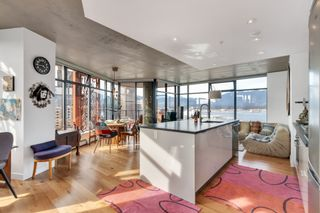 """Photo 1: 2110 128 W CORDOVA Street in Vancouver: Downtown VW Condo for sale in """"WOODWARDS W43"""" (Vancouver West)  : MLS®# R2394432"""