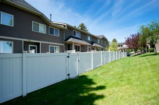 Photo 7: 332 Queenston Heights SE in Calgary: Queensland Row/Townhouse for sale : MLS®# A1114442