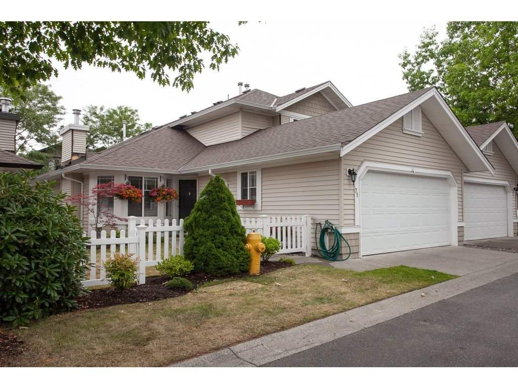 """Main Photo: 71 6488 168 Street in Surrey: Cloverdale BC Townhouse for sale in """"Turnberry by Polygon"""" (Cloverdale)  : MLS®# R2290856"""