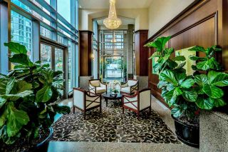 """Photo 13: 1702 1925 ALBERNI Street in Vancouver: West End VW Condo for sale in """"LAGUNA PARKSIDE"""" (Vancouver West)  : MLS®# R2563311"""