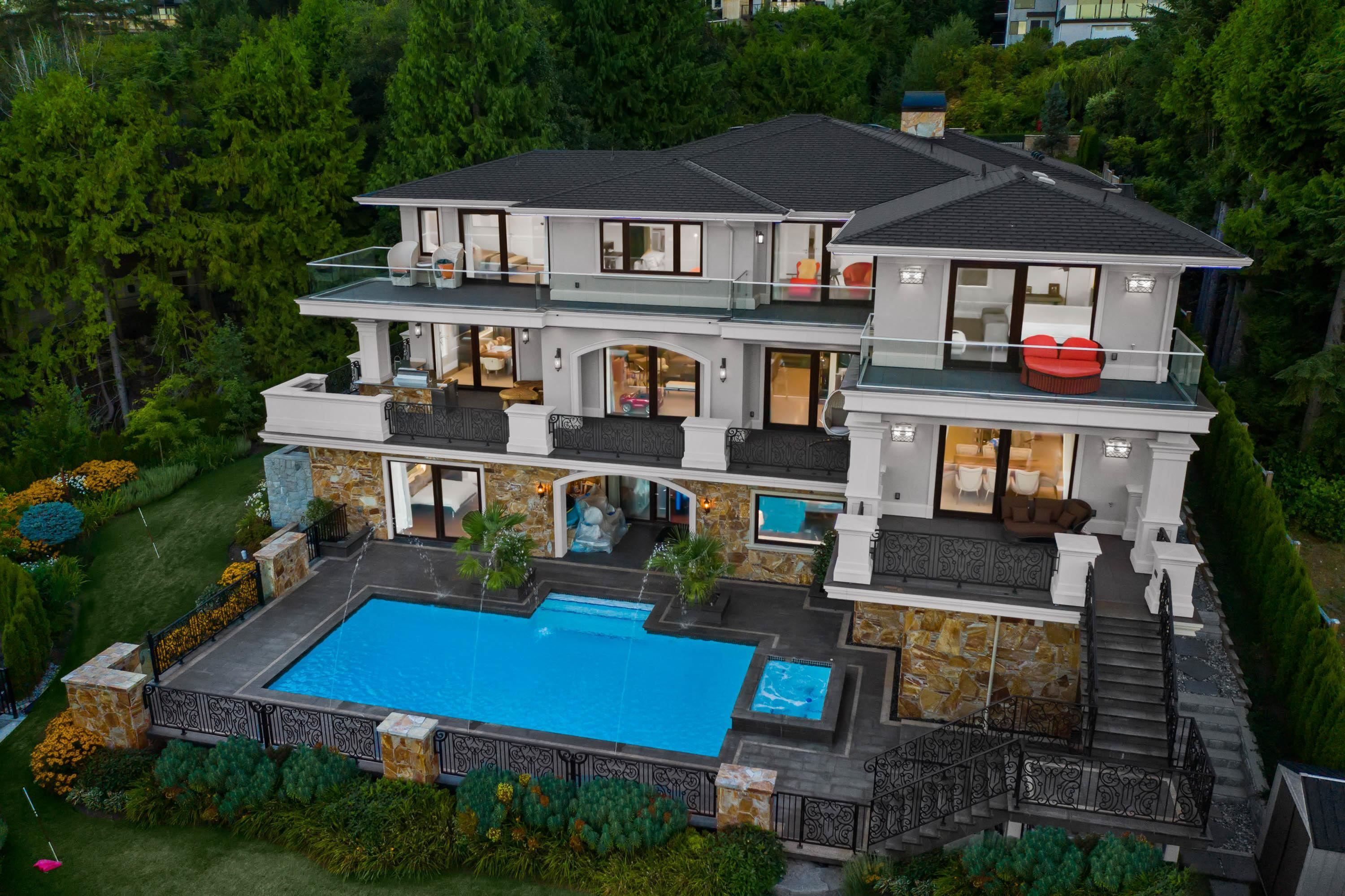 Main Photo: 1436 SANDHURST Place in West Vancouver: Chartwell House for sale : MLS®# R2610774