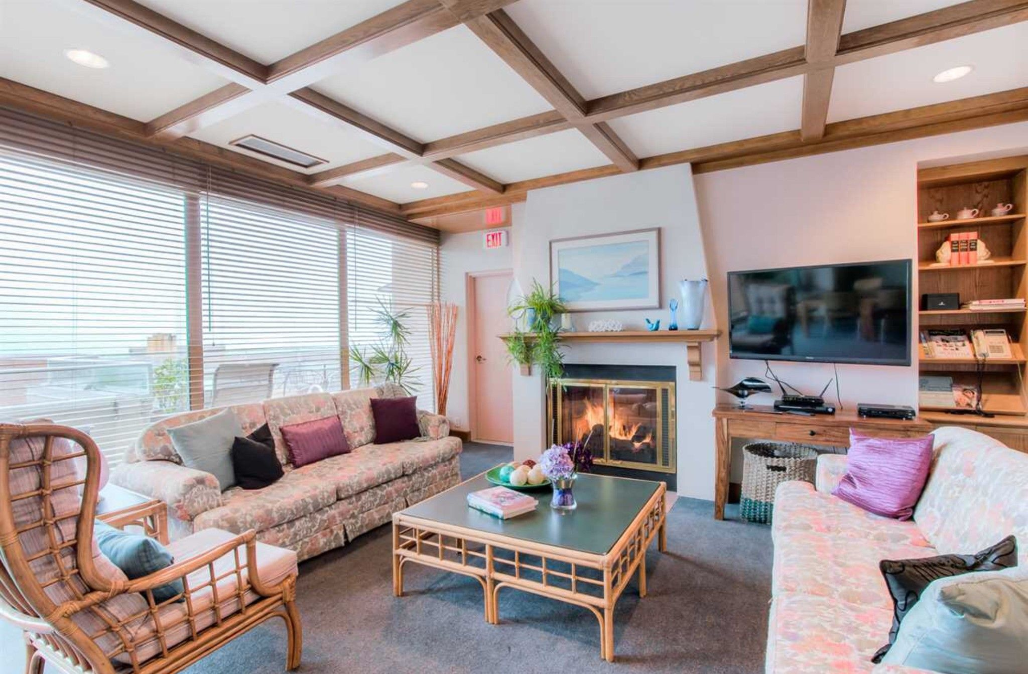 Photo 20: Photos: 410, 15111 Russell Avenue: White Rock Condo for sale (South Surrey White Rock)  : MLS®# R2152299