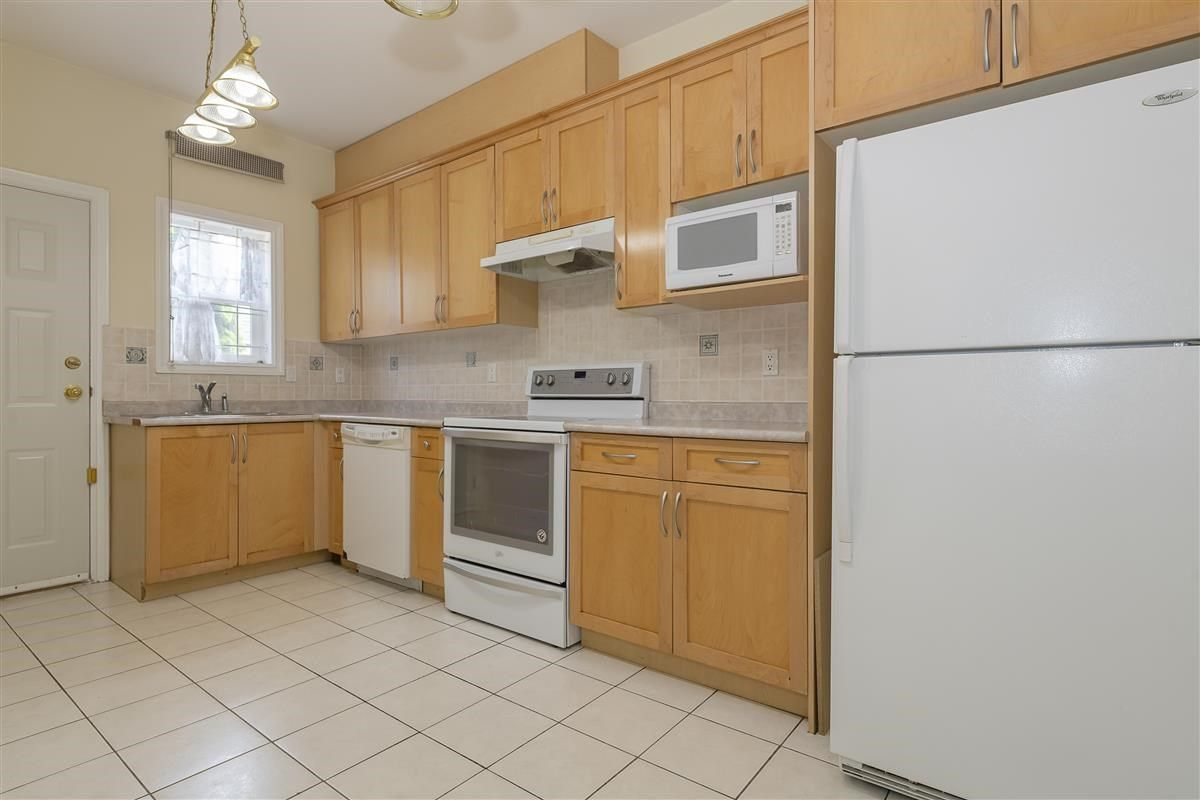 Photo 4: Photos: 3178 GILMORE Avenue in Burnaby: Central BN 1/2 Duplex for sale (Burnaby North)  : MLS®# R2474693