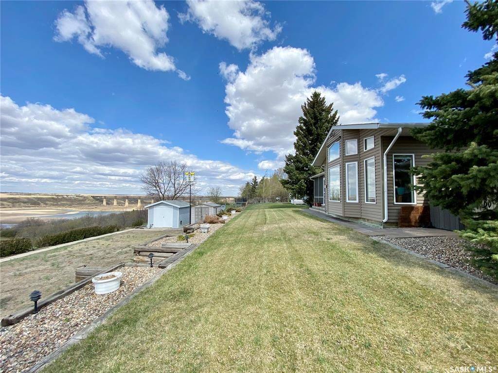 Main Photo: 49 Tufts Crescent in Outlook: Residential for sale : MLS®# SK855880