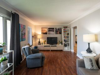 Photo 6: 10 Dunraven Avenue in Winnipeg: St Vital Residential for sale (2D)  : MLS®# 202121336