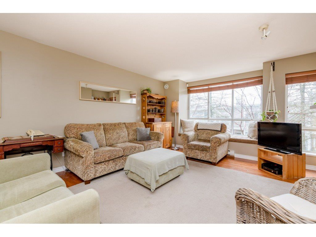 Photo 4: Photos: 6771 VILLAGE GRN in Burnaby: Highgate Townhouse for sale (Burnaby South)  : MLS®# R2439799
