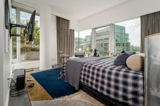 """Photo 14: 701 151 ATHLETES Way in Vancouver: False Creek Condo for sale in """"CANADA HOUSE ON THE WATER"""" (Vancouver West)  : MLS®# R2617164"""