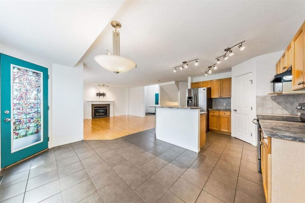 Photo 13: Photos: 53 Bridleridge Heights SW in Calgary: Bridlewood Detached for sale : MLS®# A1129360