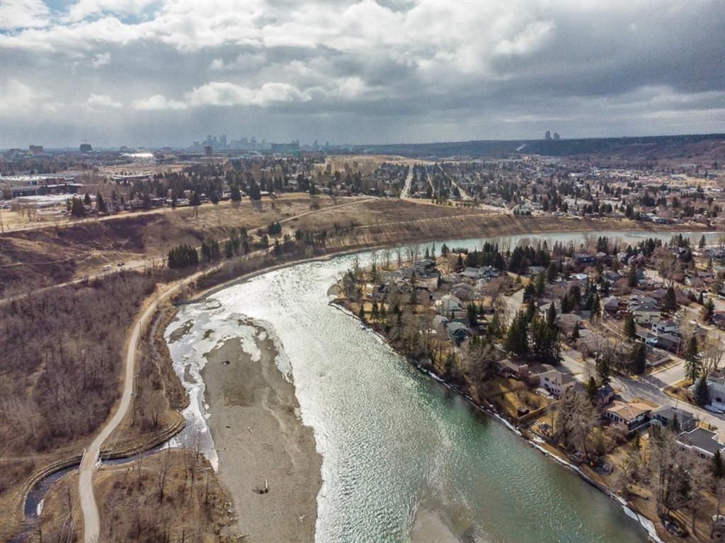 Main Photo: 2 6124 Bowness Road in Calgary: Bowness Row/Townhouse for sale : MLS®# A1114924