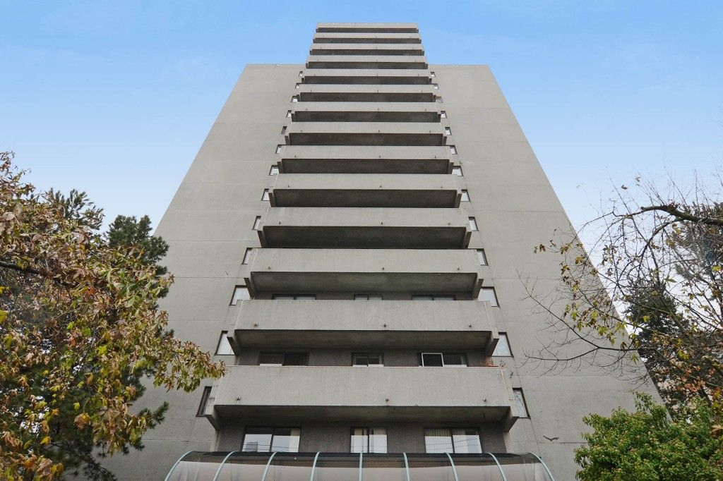"""Main Photo: 1004 110 W 4TH Street in North Vancouver: Lower Lonsdale Condo for sale in """"Ocean Vista"""" : MLS®# V1064445"""