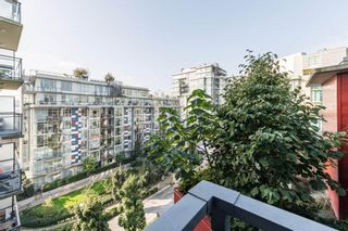 """Photo 19: 807 38 W 1ST Avenue in Vancouver: False Creek Condo for sale in """"THE ONE"""" (Vancouver West)  : MLS®# R2525858"""
