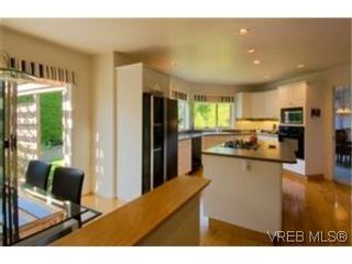 Photo 5:  in VICTORIA: SE Gordon Head House for sale (Saanich East)  : MLS®# 484435
