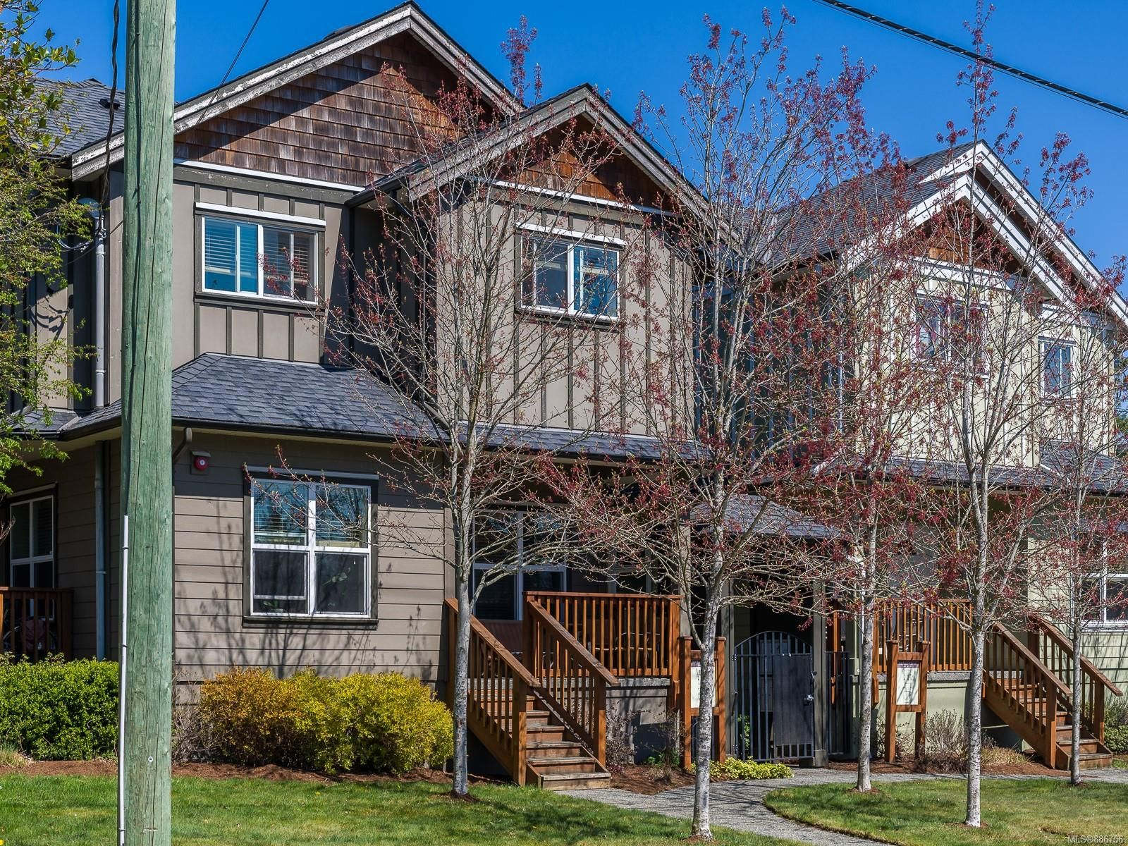 Main Photo: 104 584 Rosehill St in Nanaimo: Na Central Nanaimo Row/Townhouse for sale : MLS®# 886756