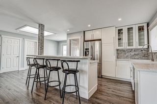 Photo 8: 324 WASCANA Crescent SE in Calgary: Willow Park Detached for sale : MLS®# C4296360