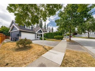 """Photo 3: 3668 155 Street in Surrey: Morgan Creek House for sale in """"Rosemary Heights"""" (South Surrey White Rock)  : MLS®# R2602804"""