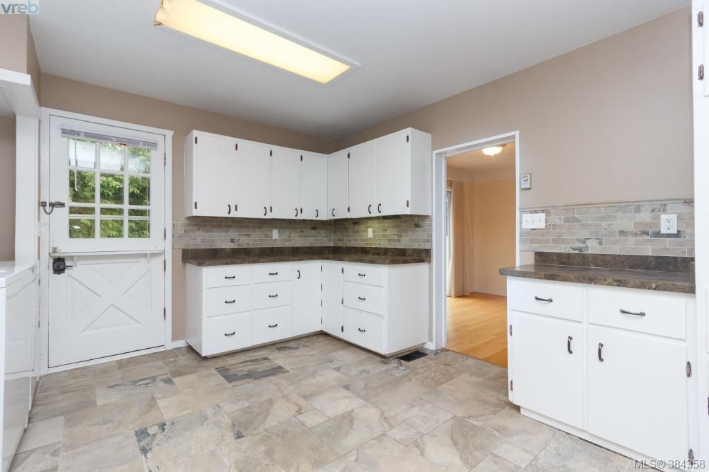 Photo 8: Photos: 2048 Melville Dr in SAANICHTON: Si Sidney North-East House for sale (Sidney)  : MLS®# 772514