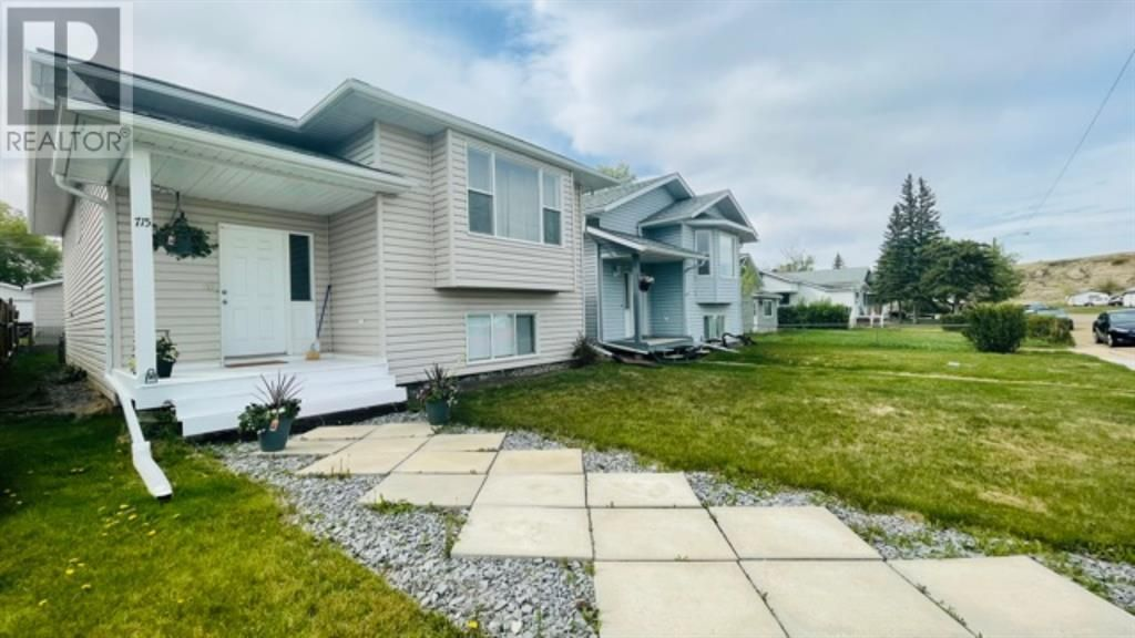 Main Photo: 715 3 Street SW in Drumheller: House for sale : MLS®# A1084772