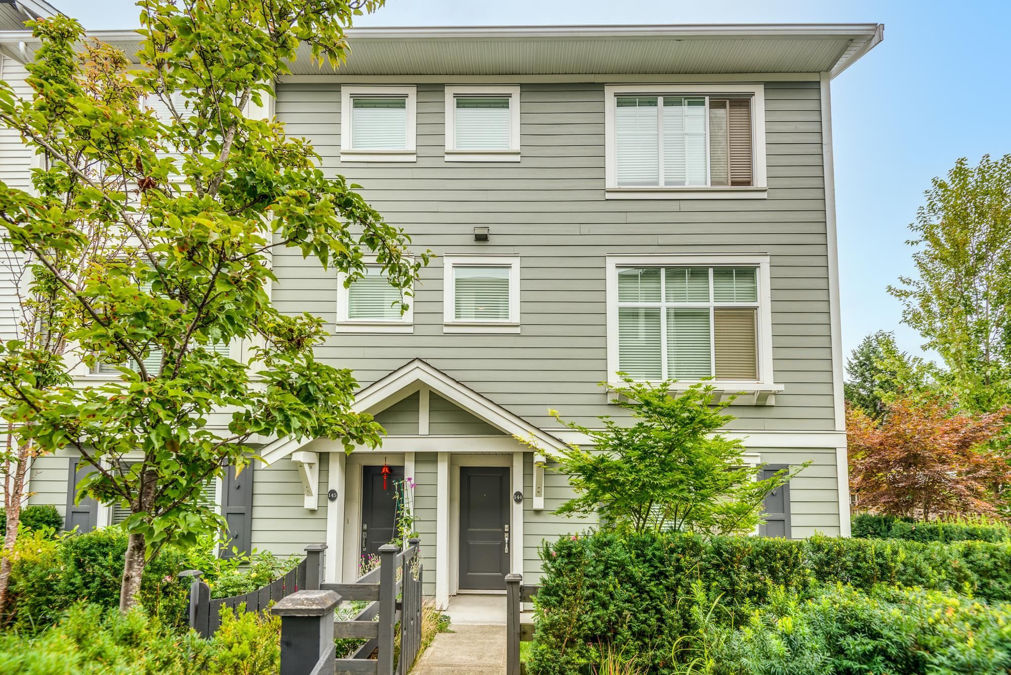 """Main Photo: 144 15230 GUILDFORD Drive in Surrey: Guildford Townhouse for sale in """"GUILDFORD THE GREAT"""" (North Surrey)  : MLS®# R2610132"""