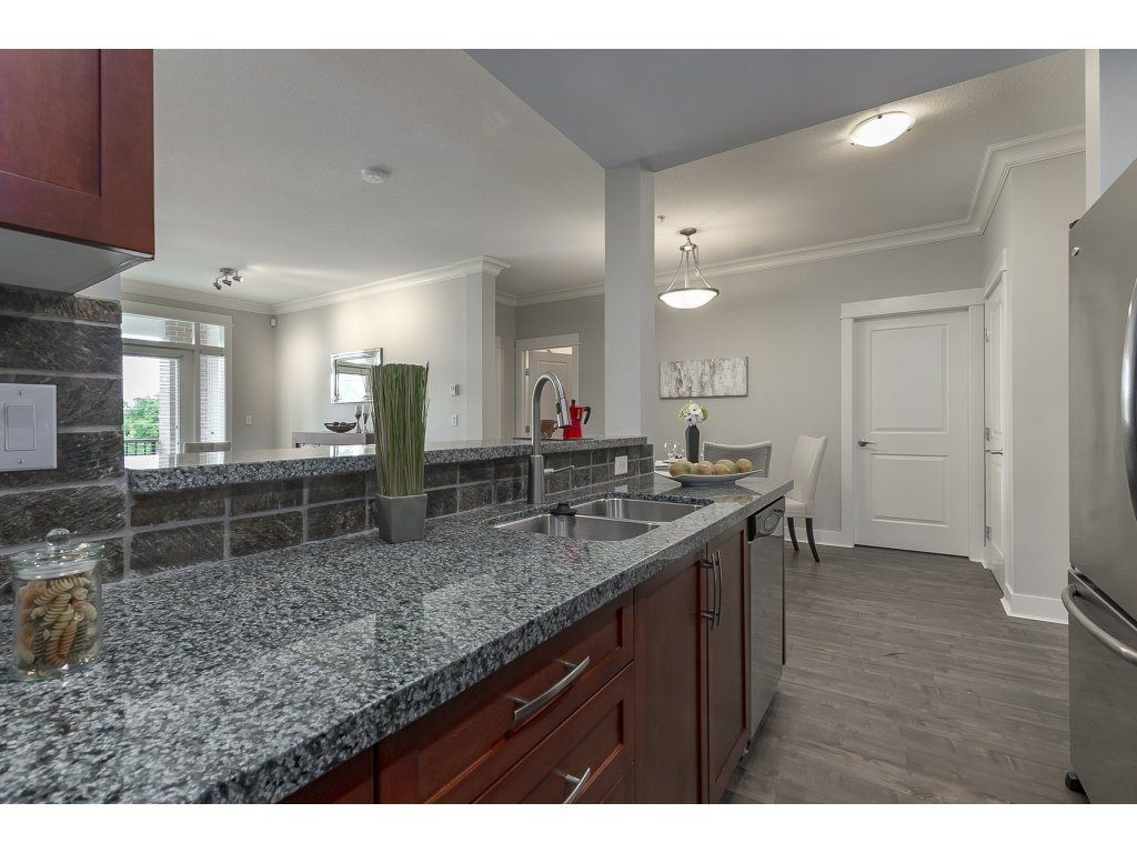 """Photo 6: Photos: 318 5430 201 Street in Langley: Langley City Condo for sale in """"The Sonnet"""" : MLS®# R2282213"""
