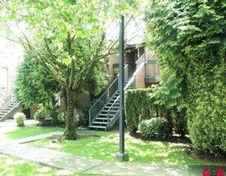 """Photo 1: 2305 10620 150TH ST in Surrey: Guildford Townhouse for sale in """"Lincoln's Gate"""" (North Surrey)  : MLS®# F2611707"""