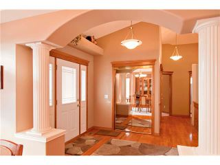Photo 5: 109 DOUGLASVIEW Rise SE in Calgary: Douglasdale Estates House for sale : MLS®# C4040431