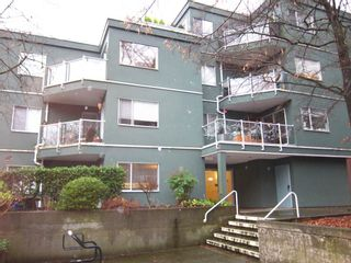 Photo 1: 303 1550 MARINER Walk in Vancouver: False Creek Condo for sale (Vancouver West)  : MLS®# R2426393