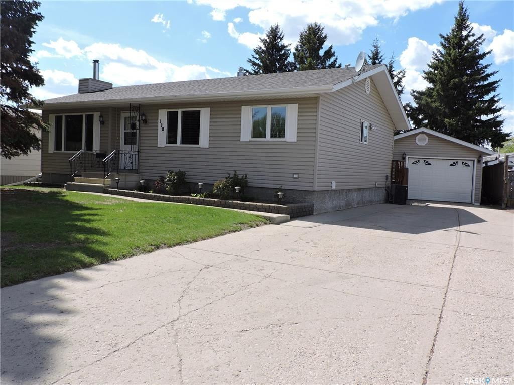 Main Photo: 188 McBurney Drive in Yorkton: Heritage Heights Residential for sale : MLS®# SK857212