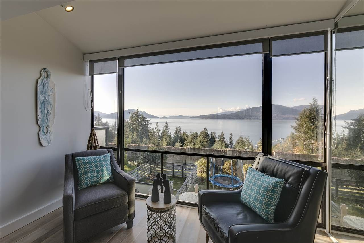 """Main Photo: 428 CROSSCREEK Road: Lions Bay Townhouse for sale in """"Lions Bay"""" (West Vancouver)  : MLS®# R2498583"""