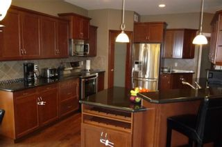 Photo 5: 372 Oak Forest CR in Winnipeg: Westwood / Crestview Residential for sale (West Winnipeg)  : MLS®# 1005142