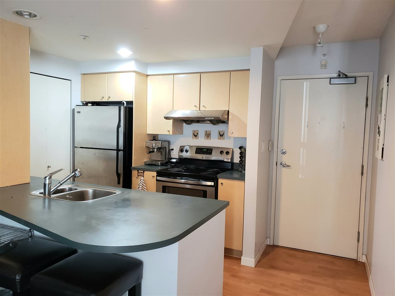 """Main Photo: 1501 1009 EXPO Boulevard in Vancouver: Yaletown Condo for sale in """"LANDMARK 33"""" (Vancouver West)  : MLS®# R2579833"""