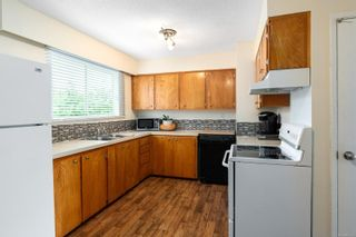 Photo 4: 12 1630 Crescent View Dr in : Na Central Nanaimo Condo for sale (Nanaimo)  : MLS®# 866102