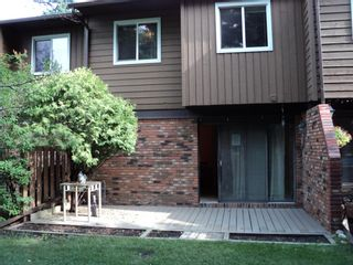 Photo 3: 47 287 Southampton Drive SW in Calgary: Southwood Row/Townhouse for sale : MLS®# A1149706