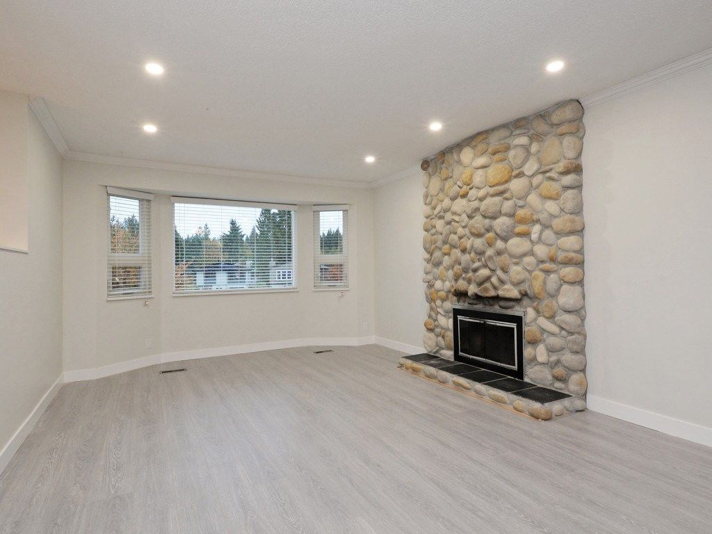 Photo 4: Photos: 3247 SAMUELS Court in Coquitlam: New Horizons House for sale : MLS®# R2219617