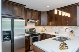 "Photo 3: 401 1215 LANSDOWNE Drive in Coquitlam: Upper Eagle Ridge Townhouse for sale in ""SUNRIDGE ESTATES"" : MLS®# R2603990"