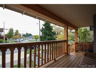 Photo 2: 450 Moss St in VICTORIA: Vi Fairfield West House for sale (Victoria)  : MLS®# 691702