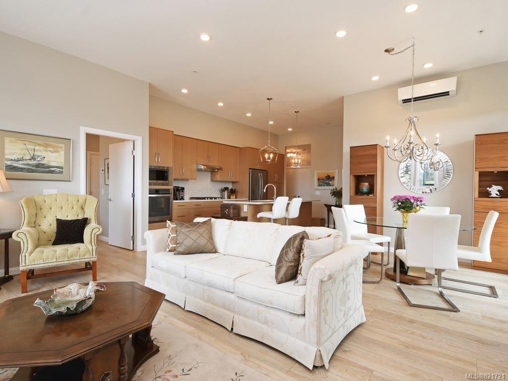 Main Photo: 404 745 Travino Lane in Saanich: SW Royal Oak Condo for sale (Saanich West)  : MLS®# 821721