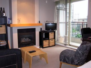 """Photo 2: 701 989 RICHARDS Street in Vancouver: Downtown VW Condo for sale in """"MONDRIAN"""" (Vancouver West)  : MLS®# R2061790"""