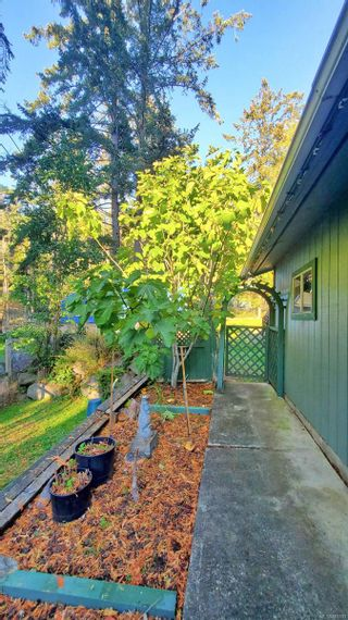 Photo 37: 2747 Shoal Rd in : GI Pender Island House for sale (Gulf Islands)  : MLS®# 863111