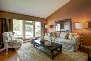 Photo 4: 131 Strathbury Bay SW in Calgary: Strathcona Park Detached for sale : MLS®# A1130947