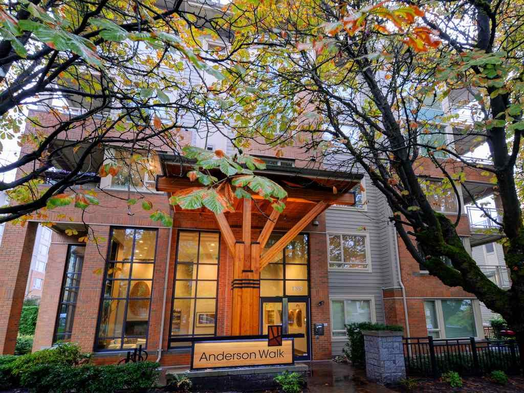 Main Photo: 110 139 W 22ND Street in North Vancouver: Central Lonsdale Condo for sale : MLS®# R2218128