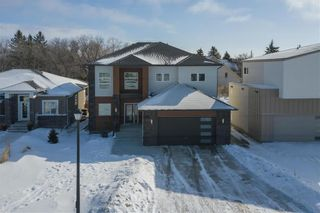 Photo 37: 445 Scotswood Drive South in Winnipeg: Charleswood Residential for sale (1G)  : MLS®# 202004764